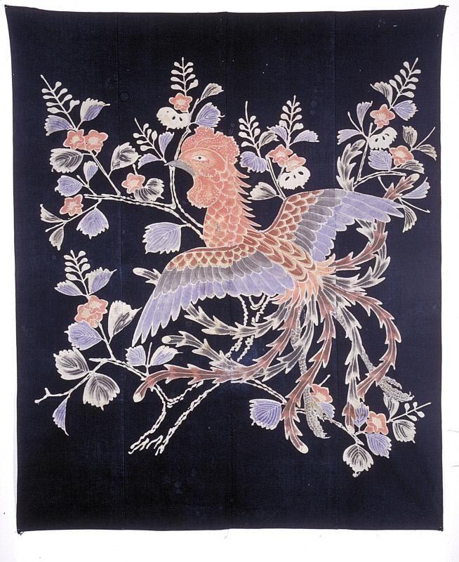 Futon cover with phoenix and paulownia 桐に鳳凰文筒描木綿布団地 明治時代. Japan. Meiji period (1868-1912) Materials: Indigo-dyed cotton with hand drawn paste-resist (tsutsugaki) decoration. Asian Art Museum