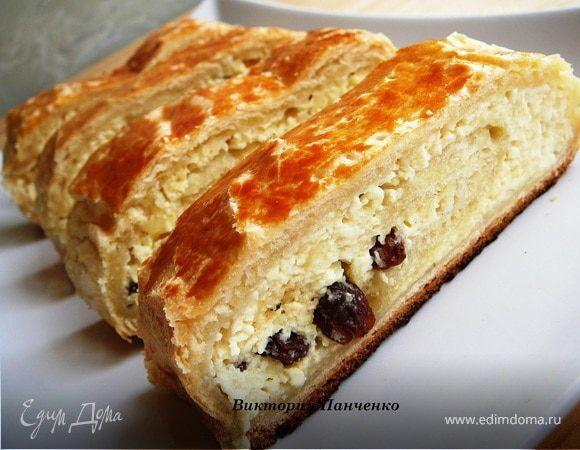 Слоеный пирог с творогом. Ингредиенты: творог, яйца куриные, сахарная пудра