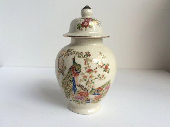 Vintage Aziatische gember Jar. Ivoor keramiek glazuur met gouden accenten. Decoratieve vogel ontwerp, fazanten & bloemen. Gemaakt in Japan.