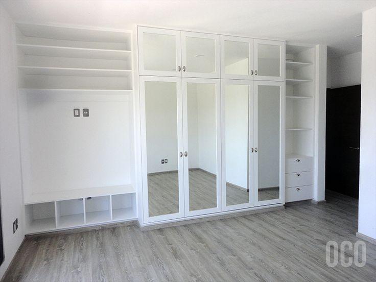 Closet blanco con espejos en puertas armarios for Roperos empotrados para dormitorios con espejo