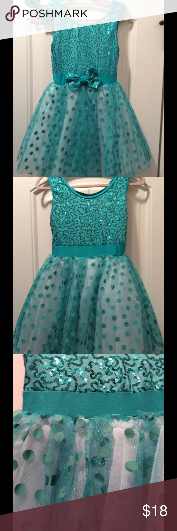 Girls dance costume 👗👗👗 Beautiful Weissman teal girls dance costume with matching hair bow!!!!👗👗👗Only wore twice---great condition!!! Weissman Costumes Dance