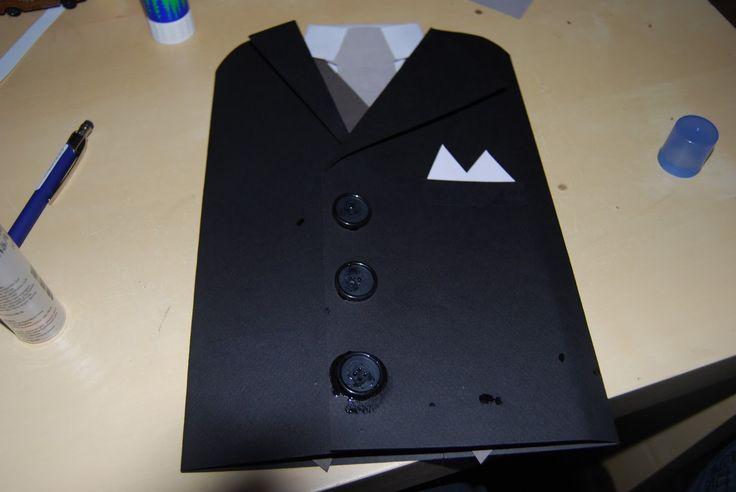 Gjorde ett roligt fars dag kort igår, det var pilligt men kul! Så här gjorde jag: Hade inga stora svarta papper så jag tog två A4 och satte...