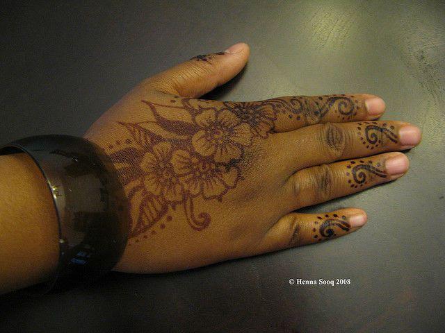 Black Henna Tattoo Designs: Henna-Tattoo-on-Black-Skin.jpg (640×480) (With Images