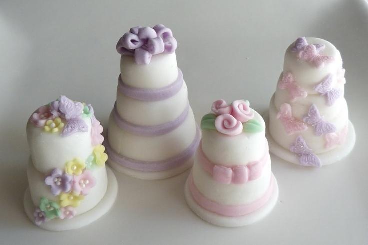 Mini #wedding cake di zucchero: originale segnaposto #matrimonio