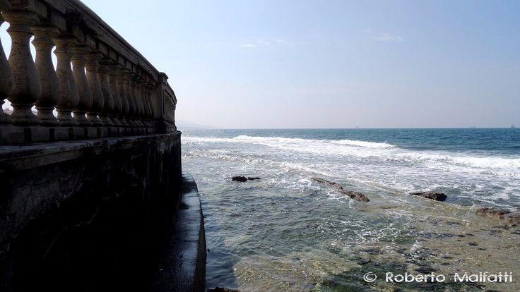 Confine tra la città dell'uomo e il mare