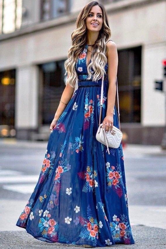 Sukienka RUFINA  Długa fantazyjna sukienka uszyta z lekkiej, miłej w dotyku tkaniny. Głęboki dekolt odkryte ramiona i plecy oraz rozkloszowany dół sukienki idealnie podkreślają kobiecą sylwetkę Świetna na letnie dni i wieczory Skład materiału: 100% poli