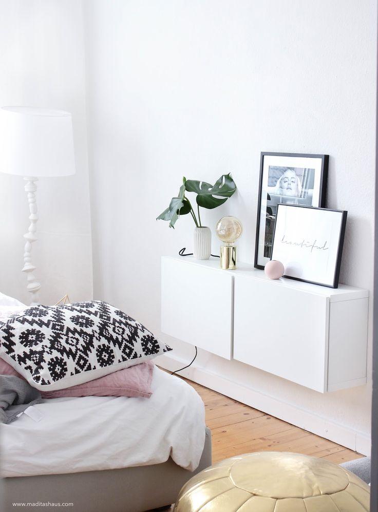 Trend Update: Monstera Blatt, Goldene Lampe Und Schwarz Weiß Bilder Im  Schlafzimmer