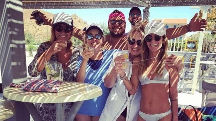 Βαρδής-Σκαφιδά: Μπάτσελορ πάρτι με τα μαγιό στην παραλία λίγο πριν τον γάμο