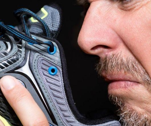 Deze middeltjes helpen tegen stinkende schoenen.