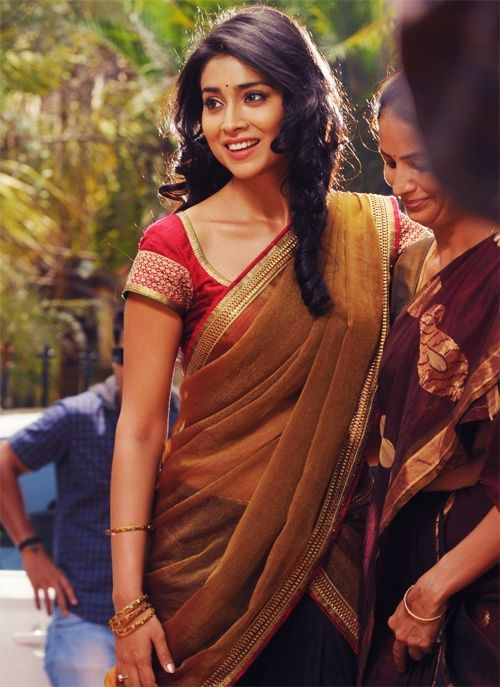 Shreya Saran in black half saree with bronze duppat and red blouse with gold border