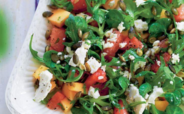 Salat med melon, feta og ristede græskarkerner