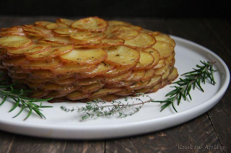 Een smaakvolle aardappelgratin een blikvanger in één. Het verschil met andere aardappelgratins is dat er geen boter of room in zit, een slanke versie dus!
