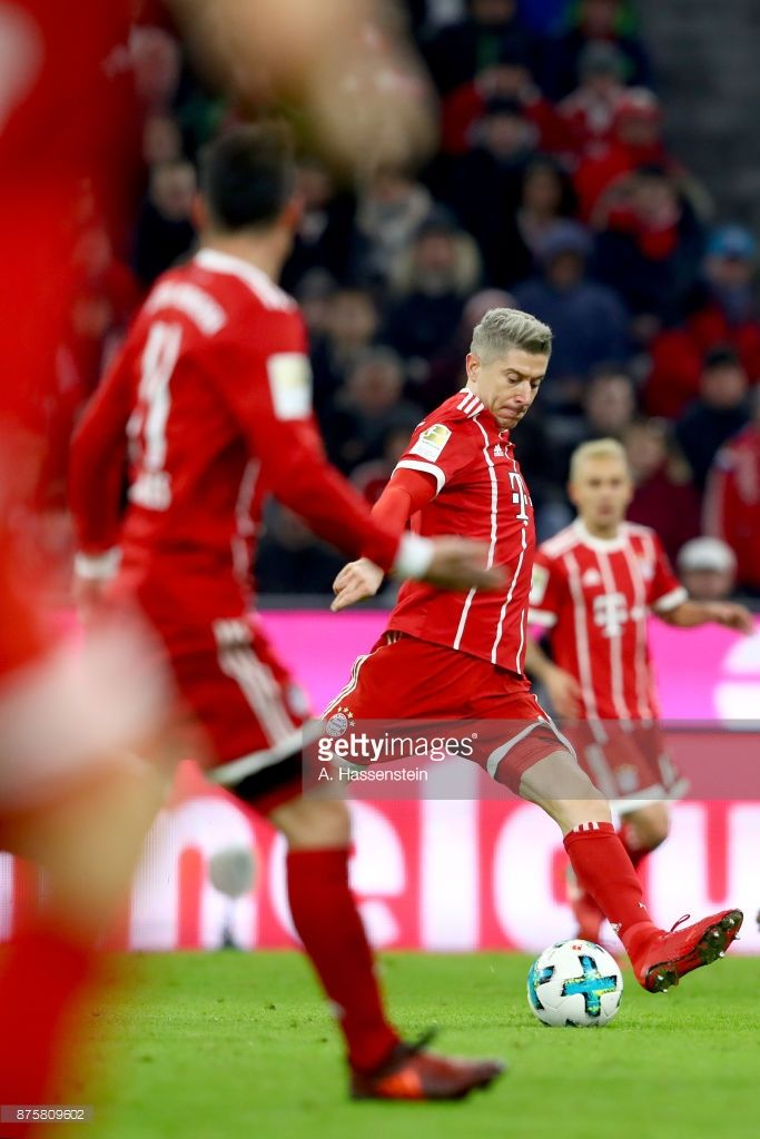 Robert Lewandowski of FC Bayern Muenchen runs the ball  during the Bundesliga match between FC Bayern Muenchen and FC Augsburg at Allianz Arena on November 18, 2017 in Munich, Germany.  (Photo by A. Hassenstein/Getty Images for FC Bayern )