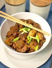 Polędwiczki wieprzowe z pieczarkami i sosem sojowym na sposób azjatycki