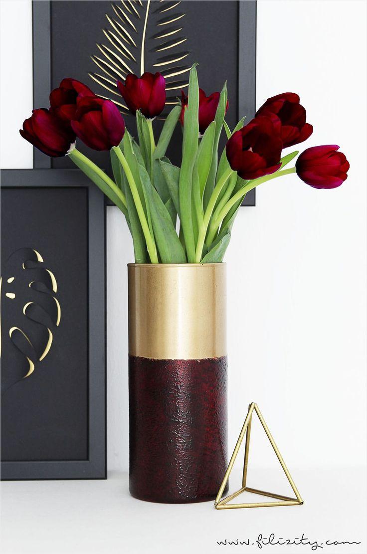 """Schöne Deko-Idee: Mit diesem kreativen Ikea-Hack machst du aus der schlichten """"Cylinder""""-Glasvase im Handumdrehen edle Hingucker."""
