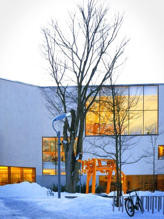The Turku Main Library and Miina Äkkijyrkkä´s Calf sculpture