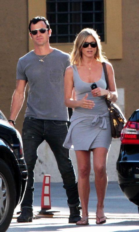 Sexy sweet Couple: Jennifer Aniston & Justin Theroux :)