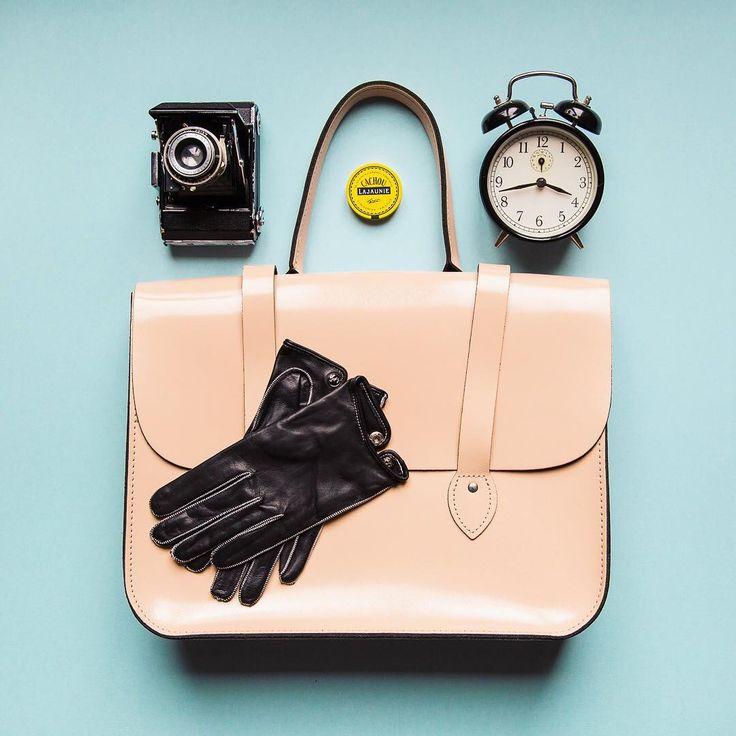 Stylish accessories.  Ph. by @janabauerova  #engelmuller #engelmulleroriginal  #fashion #leathergloves #handmade #drivinggloves #womenstyle #womenfashion  #luxurygloves