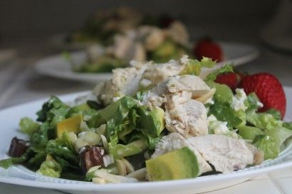 Roasted chicken, avocado, toasted almonds, dates, goat cheese, cornbread croutons and tomatoes. A spectacular salad inspired by Hillstone's Bandera Restaurant.