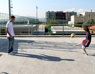 Gabriel fent tocs de pilota amb Messi / FOTO: MIGUEL RUIZ - FCB