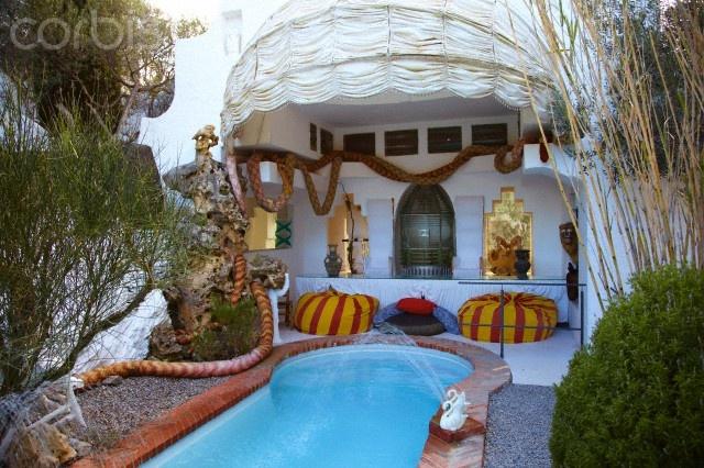 Pool garden museum house of salvador dali port lligat for Barcelona pool garden 4