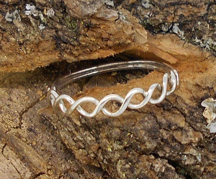 anillo fino entrelazado de plata
