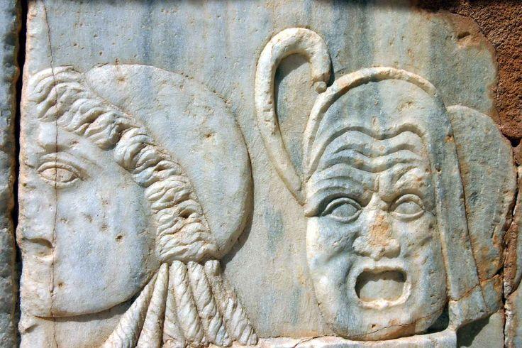 Sabratha: bassorilievi di maschere teatrali