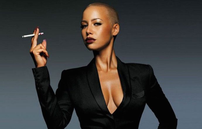 Amber Rose stuns in new photos, but again, see how she exposed her massive b00bs