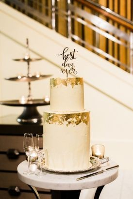 Ivory and Gold Wedding Cake | Photos by Chen Sands Photography http://www.chensands.com/