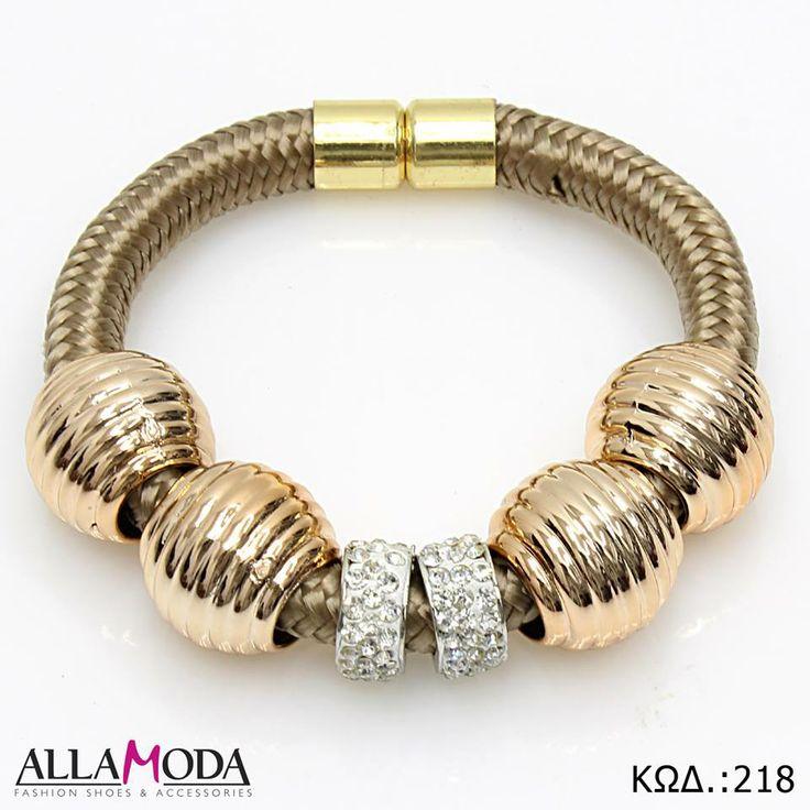 Γυναικείο Βραχιόλι με Χρυσά Στοιχεία μαγνητικό Κούμπωμα και διακοσμητικά Διαμαντάκια. https://www.facebook.com/media/set/?set=a.590076077725316.1073741839.540689855997272&type=3