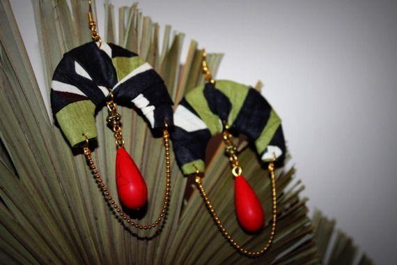 Modèle Unique NABAKO / Création Bijoux par Stee Matériaux utilisés: , Pierre de gemmesTissu  Boucles d'Oreille en tissu africain Wax perle goutte turquoise de synthèse et chaînette doré   ***COLLECTION 2015***