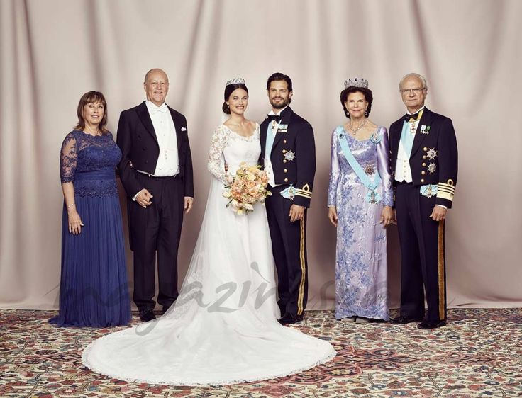pricipe-carlos-felipe-y-sofia-hellqivts con los reyes de suecia y padres de sofia