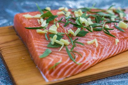 Lach von der Planke in 2 Variationen als leichtes Sommergericht vom Grill  #Lachs #Planke #recipes #bbq #grillen #easy #for beginners #Weber #barbecue