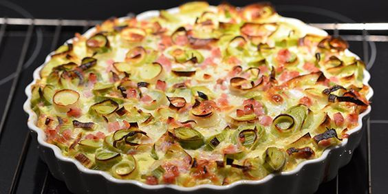 Dejlig porretærte med skinke og en anderledes men herlig bund af pastaskruer.