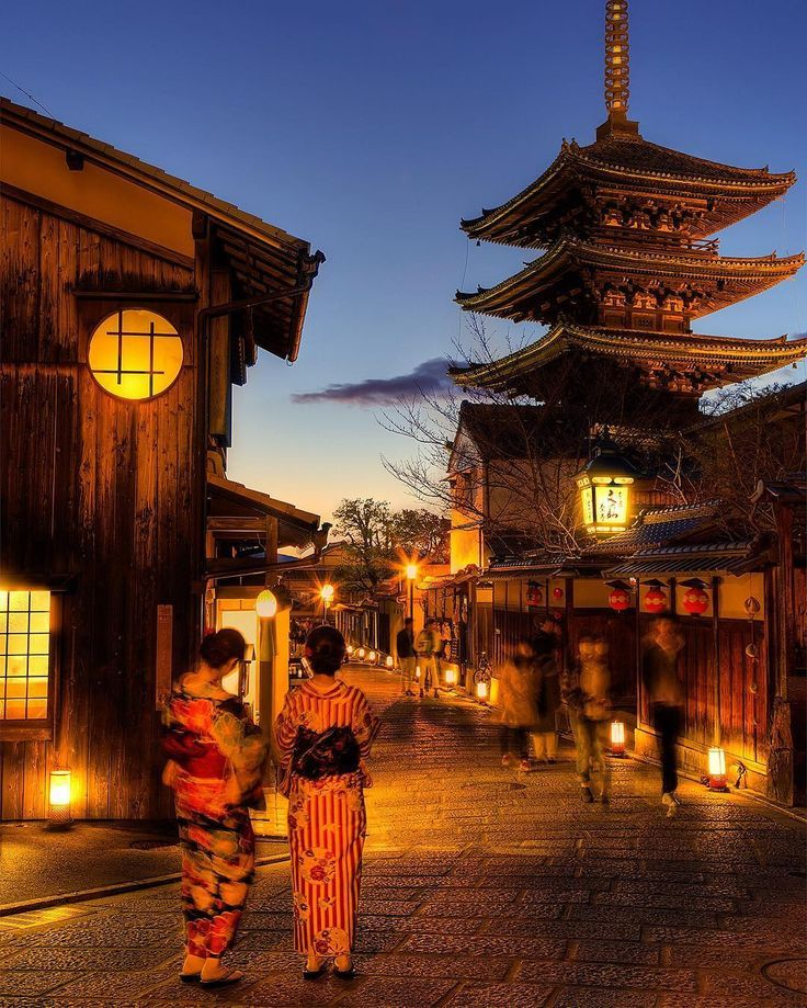 Awesome lighted streets of japan! w/ kimono!