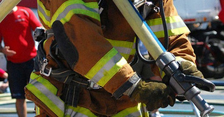¿Cuánto dura la formación de los bomberos?. Los bomberos tienen un papel importante en la protección de la población mediante la extinción de incendios, la prevención de daños a la propiedad y ser los primeros en responder a las emergencias. Los departamentos de bomberos requieren que los bomberos tengan mucho entrenamiento, experiencia y requisitos de certificación. Como resultado, la ...