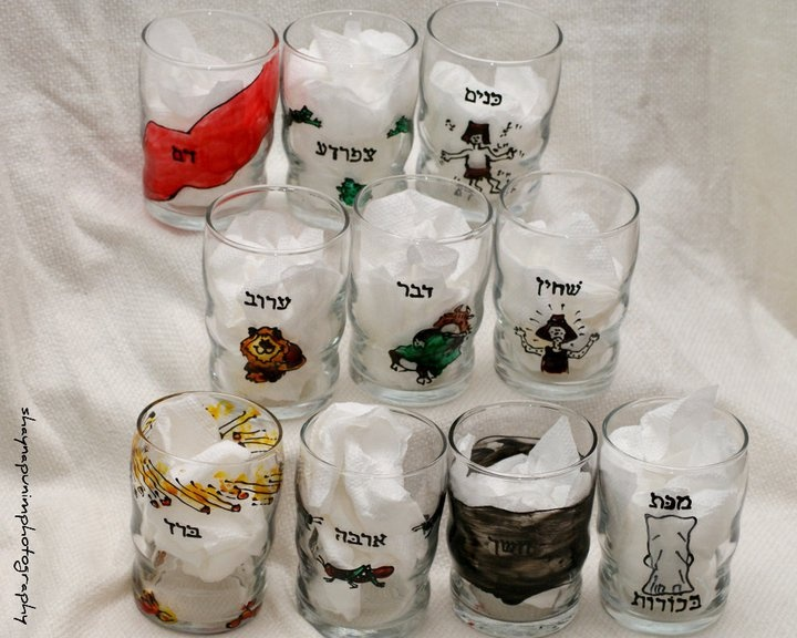 MAKKOS WINE GLASSES   $50.99: Hands Paintings, Cups, Add Colors, Juice Glasses, Adult Alike, Wine Glasses, Gifts Sets, Coordinating Colors, Ball Drinks