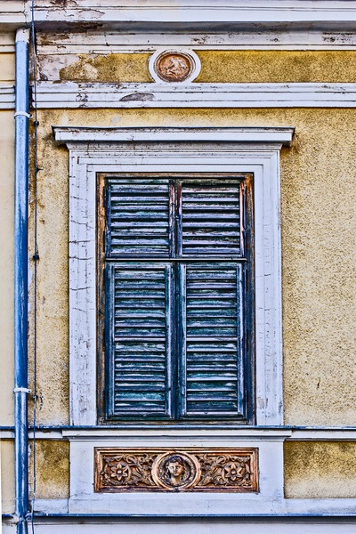 Window in Bad Vöslau, Austria  (c) Ismanah Schulze-Vorberg