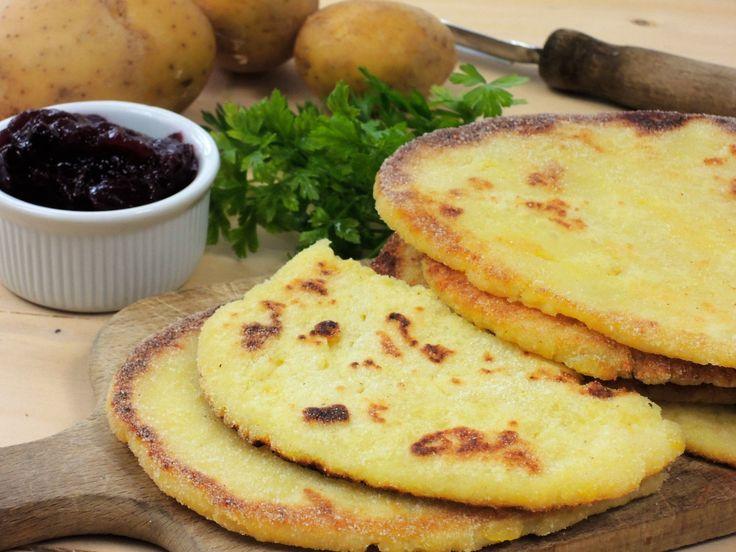 Snadný recept na nejlepší bramborové placky od mojí babičky. Placky mají krásně vykřupané okraje a nejlépe chutnají se špenátem, ale také s marmeládou :P