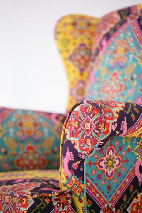 Modern eyecandy #pattern on a classic sofa