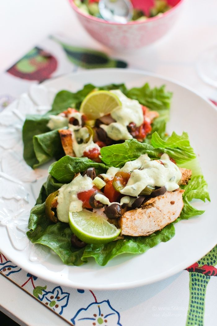 Salad Wrap with Tacochicken and avocado-ranchdressing