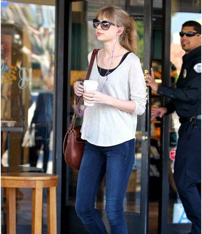 Top 10 taylor swift hairstyles to inspire you ponies for Taylor swift coffee shop