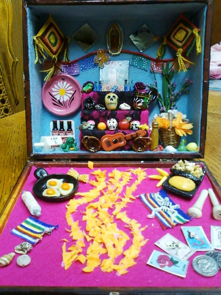 Krafting with Kathi Kraftyzales: Day of the Dead Altar in a Cigar Box