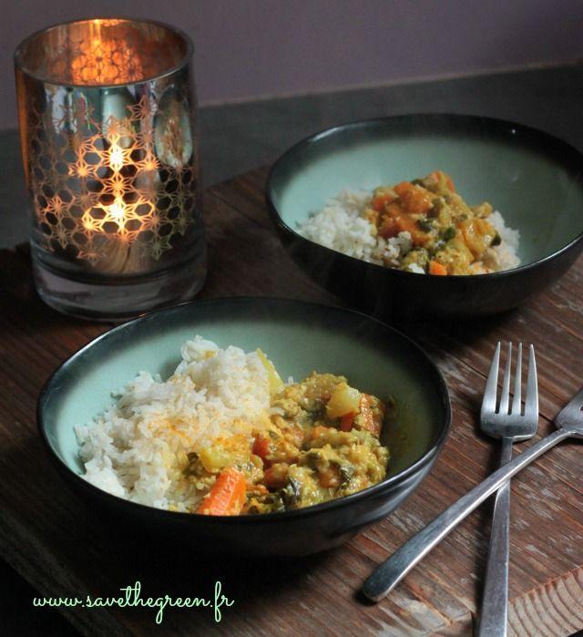 Curry de légumes facile (végétalien) Quoi de plus réconfortant en hiver qu'un bon curry? J'adore ce plat végétalien que je cuisine souvent, voici ma recette