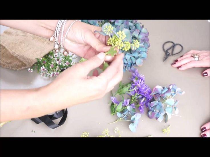 Come realizzare una collana di fiori freschi 2 Ladies in giardino