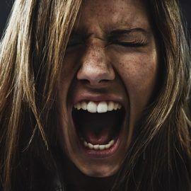 La rabbia è un'emozione distruttiva, non esiste emozione più pericolosa e controproducente della rabbia.  Non importa da quale situazione venga suscitata,  ma è innegabile che il suo impatto sulla nostra  vita non è sano e tanto meno positivo