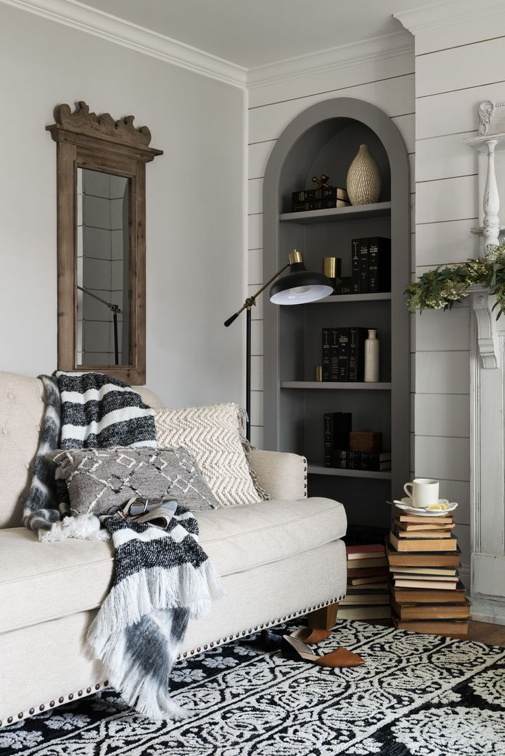 17 best ideas about joanna gaines style on pinterest for Upper living room designs