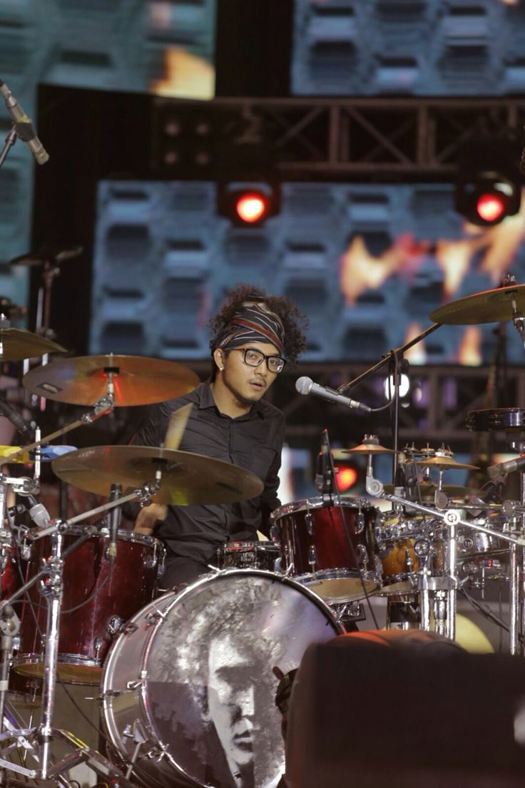On stage with Iwan Fals & Band in Jakarta, HUT MNC TV. #YoseKristian