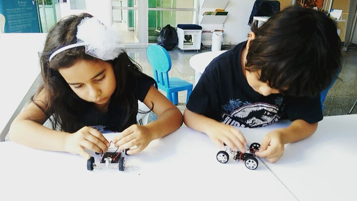 #construimos nuestros #carros #solares !  #solarenergy  #solarpower  #solarpanel  #solar #energy #kids #kidslearning  #greenenergy  #renewableenergy  #renewable #energies  #science #sciencefun  #medellin #antioquia #colombia #southamerica