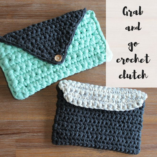 Oh how I love these clutches! They are quick and easy to whip up as you use chunky t-shirt yarn which makes it hard wearing, sturdy and modern! This pattern suits beginners who are looking to make som